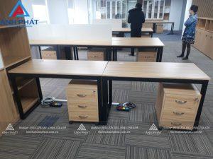 Bố trí bàn làm việc cho nhân viên văn phòng
